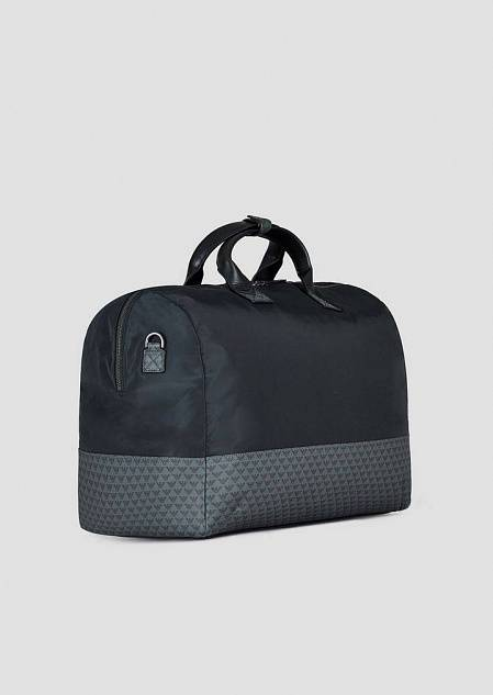 Duffle bag in nylon con monogram allover su fondo in pvc